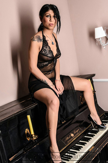 Happy Hour Sexkontakte mit Escort Teen Girl Jenny in Berlin