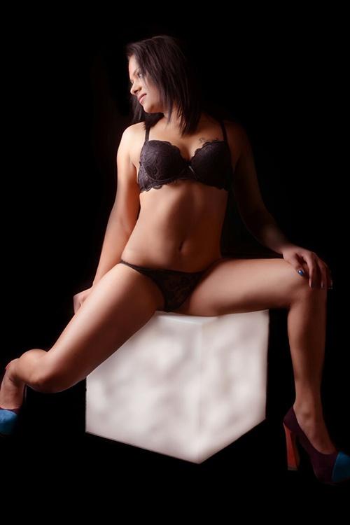 live erotic massage escort service hungary