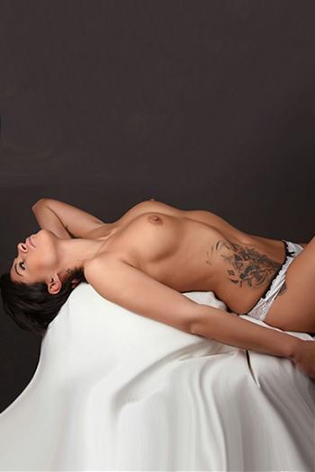 Kleo kurzhaarige Top Escort Nutte Sextreffen in Berlin