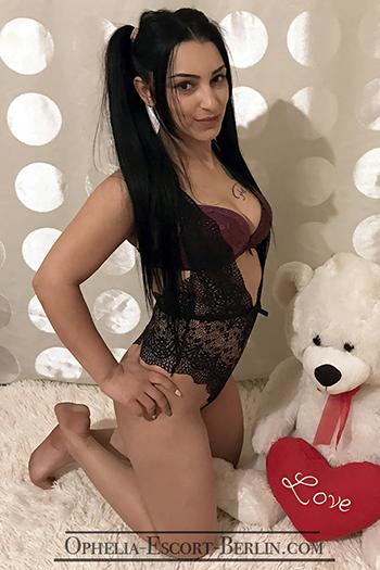 Escort Chantal in Berlin Super Nette Prostituierte mag ständig Stellungswechsel beim Poppen