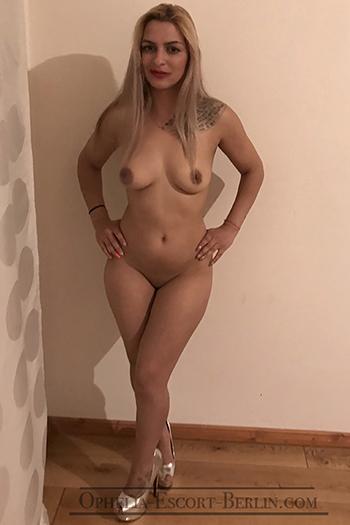 Asya erotische Escort Nutte bietet günstige Anal-Sex im Hotelzimmer Privat Wohnung Berlin