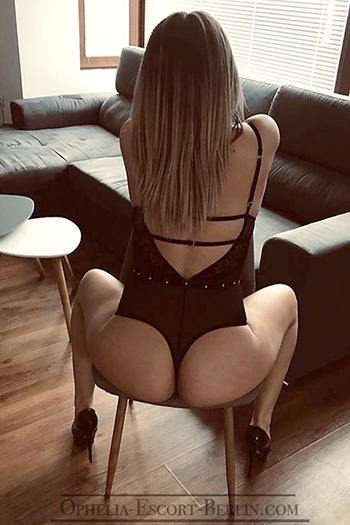 Hobby Escort Teenie Nutte Berlin Stella mag Zungenküsse mit Sex Erotik Massage
