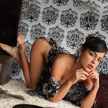 Hure Diandra bei Ophelia Escort Berlin besucht auch Nachts und sexuelle Öl Massage im Apartment
