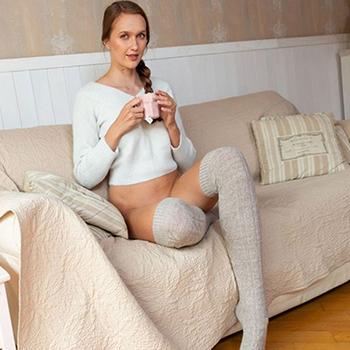 Prostituierte Jamie bei Ophelia Escort Berlin liebt intime Affären und Eierlecken über die Escortagentur